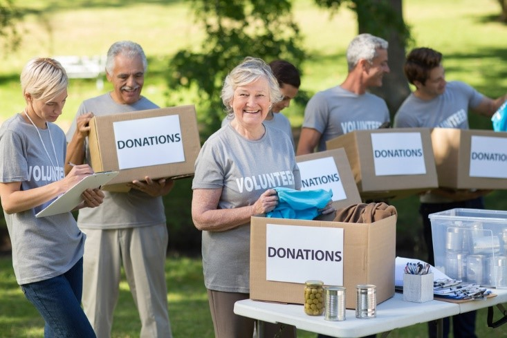 seniors voluteering with donations